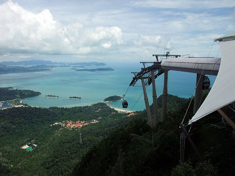A technical problem has trapped 50 in a cable car, as well as stranding at least 800 people.— Facebook/Langkawi SkyCab pic