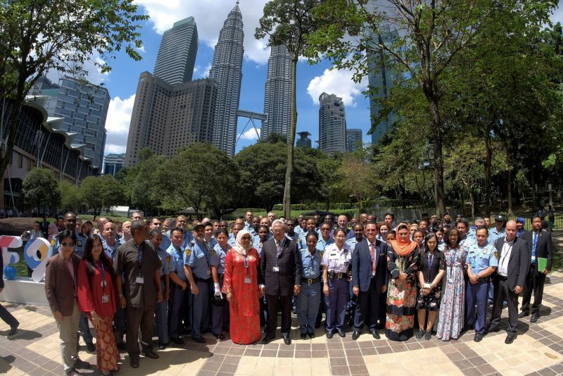 Malaysian Minister of Urban Wellbeing, Housing and Local Government Tan Sri Noh Omar (centre) with delegates at the closing ceremony of the World Urban Forum (WUF9) at the Kuala Lumpur Convention Centre February 13, 2018.— Bernama pic