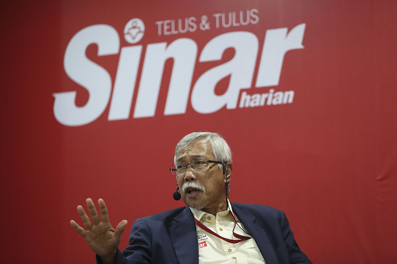 Datuk Abd Jalil Ali, who is Sinar Harian's editorial executive adviser, died this morning. ― Picture by Yusof Mat Isa