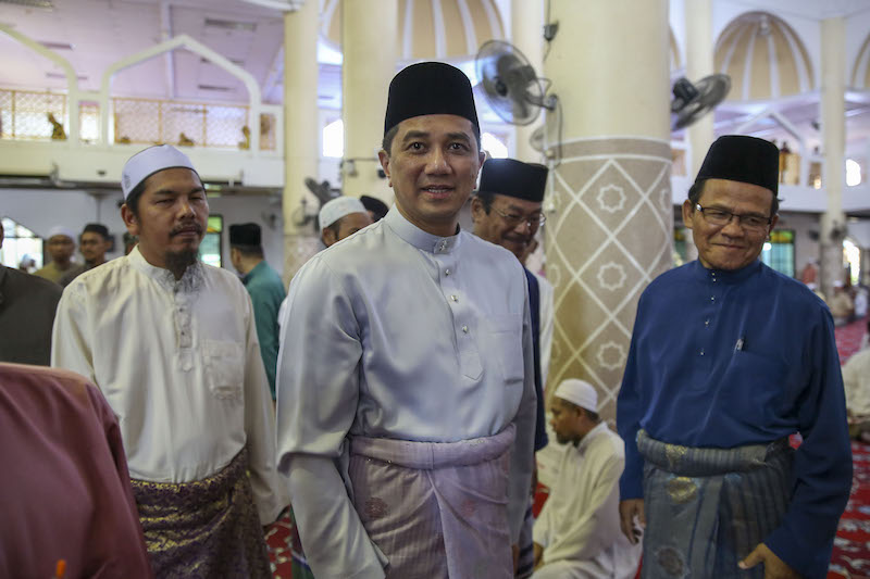 Selangor Mentri Besar Datuk Seri Azmin Ali attends Friday congregational prayers at Masjid As-Syarif in Klang March 23, 2018. — Picture by Yusof Mat Isa