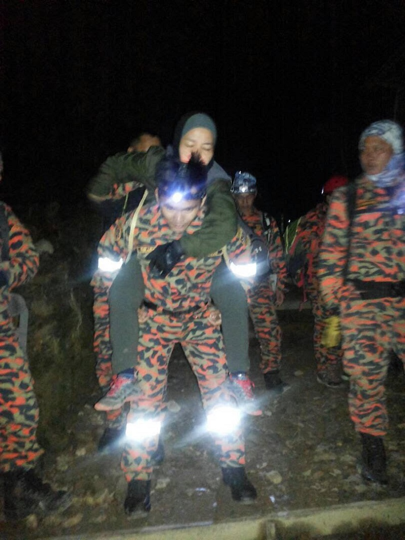 The Mountain search and rescue team carrying climbers suffering from Acute Mountain Sickness down from Panar Laban March 9, 2018. — Picture courtesy of Sabah Fire and Rescue Services Department