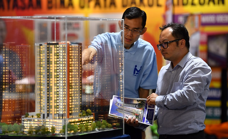 In a research note today, it said, the Covid-19 breakout has caused a major upheaval in the global economy, leading most developers to continue assessing the economic situation while deliberating whether to continue or defer future launches. — Bernama pic