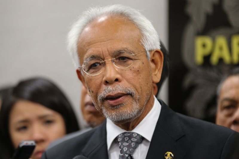 Shahrir said that cash was what kept the election machinery ticking, with use of money transfers or cheques otherwise posing a logistical challenge. ― Picture by Ahmad Zamzahuri