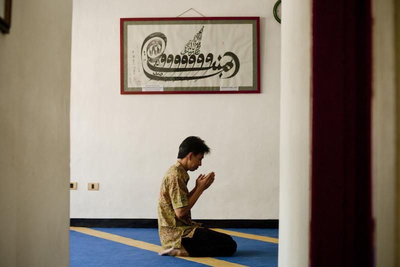 A Chinese-Indonesian Muslim prays at Lautze Mosque. — Jakarta Globe