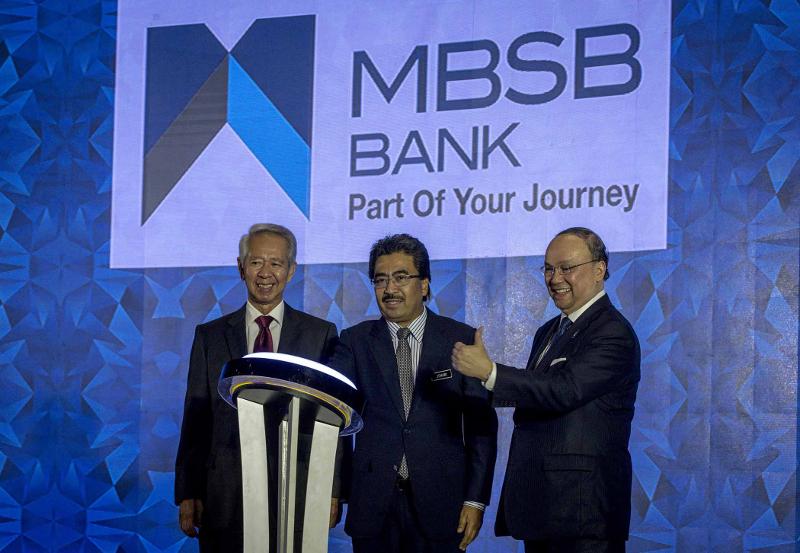 (From left) MBSB chairman Tan Sri Abdul Halim Ali, Datuk Seri Johari Abdul Ghani and MBSB president and CEO Datuk Seri Ahmad Zaini Othman at the launch of the Asian Finance Bank, Kuala Lumpur April 2, 2018. — Picture by Firdaus Latif