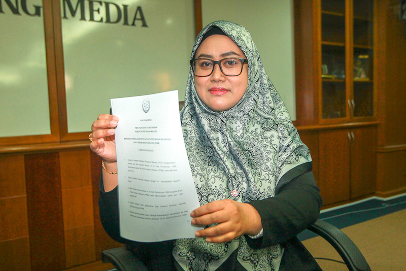 RoS director-general Surayati Ibrahim holds the order that was made under Section 14 (5) of the Societies Act 1966.
