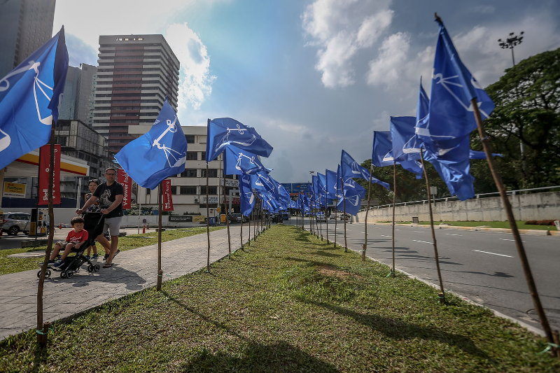 Barisan Nasional flags are seen in Johor Baru ahead of the 14th General Election April 29, 2018. — Picture by Hari Anggara