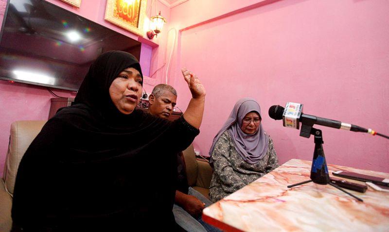 Hawa Jaafar, sister to Adam Jaafar, speaks to the media at her home in Sungai Ara April 12, 2018. — Picture by Sayuti Zainudin