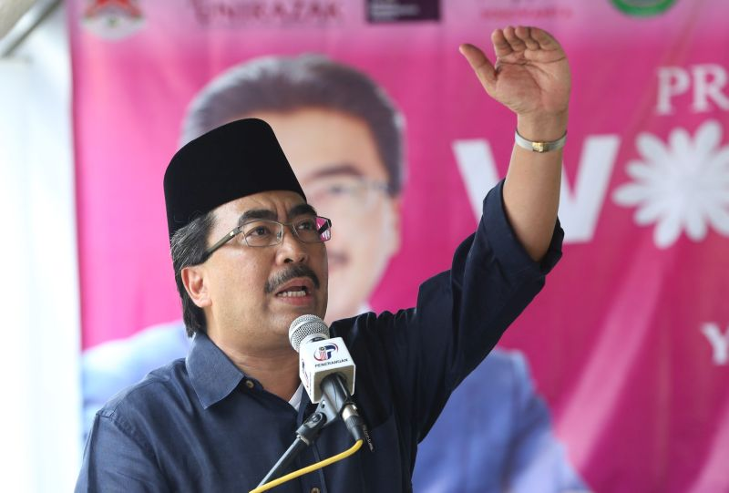 Datuk Seri Johari Abdul Ghani was reported as saying that Umno had given clear justifications for its withdrawal of support, which is that the government has failed to handle the Covid-19 crisis and has gone against the decree of the Yang di-Pertuan Agong. — File picture by Razak Ghazali