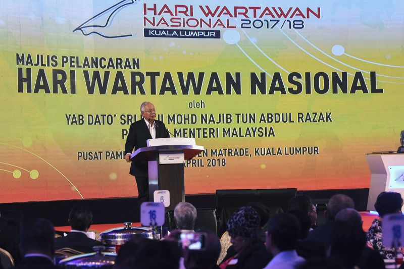 Datuk Seri Najib Razak speaks at the launch of the National Journalists Day (Hawana) in Kuala Lumpur April 11, 2018. ― Bernama pic