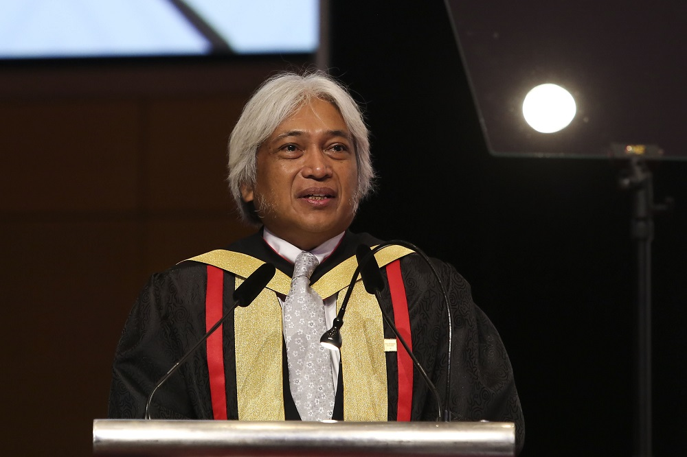 Bank Negara Malaysia governor Tan Sri Muhammad Ibrahim speaks at 2nd Chartered Banker Conferment and 21st Graduation Ceremony in Kuala Lumpur May 12, 2018. — Pictures by Yusof Mat Isa