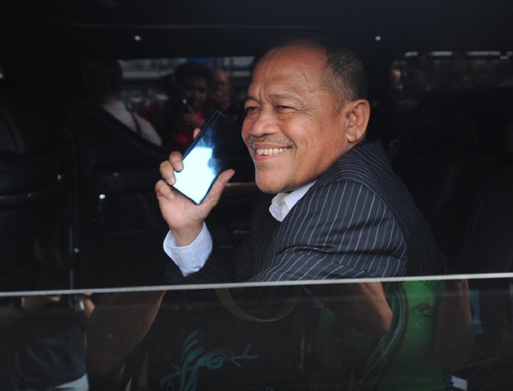 Former minister Datuk Seri Shahidan Kassim smiles as he enters the Sultan Abdul Aziz Shah Airport in Subang Jaya May 12, 2018.