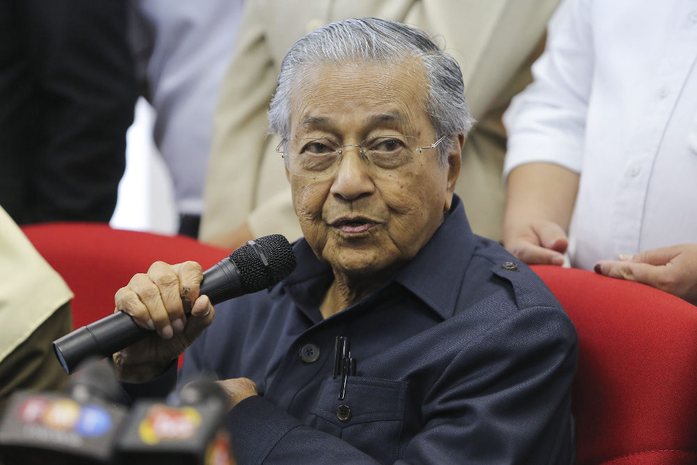 Prime Minister Tun Dr Mahathir Mohamad speaks during a press conference at PPBM headquarters in Petaling Jaya May 17, 2018. — Picture by Yusof Mat Isa