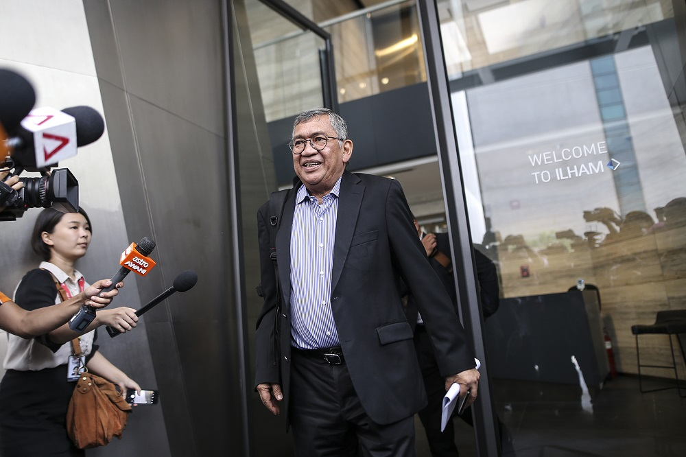 DAP's Lim Lip Eng has asked former attorney-general Tan Sri Gani Patail to explain his failure to prosecute Tan Sri Musa Aman over the corruption charges the latter is currently facing. — Picture by Azneal Ishak