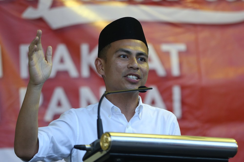 PKR communications director Fahmi Fadzil has denied he will be contesting the Seri Setia state seat. — Picture Razak Ghazali