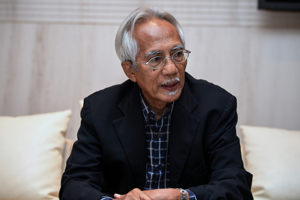 Datuk A. Kadir Jasin said after eight months governing the country, the Pakatan Harapan administration has not produced any tangible results for the public to see. — Bernama pic