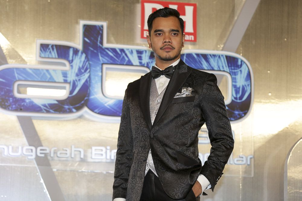 Singer and actor Alif Satar has confirmed that he has tested positive with Covid-19, and said he is now undergoing mandatory treatment and quarantine at a medical centre in Melaka starting today. — Picture by Choo Choy May