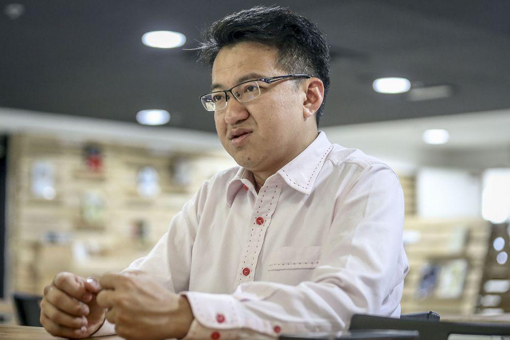 《星洲日报》为错误报导向刘镇东道歉。-Hari Anggara摄-