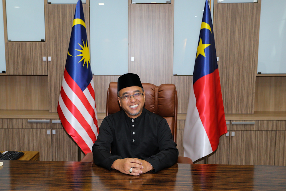Melaka Chief Minister Adly Zahari was receptive to the Human Resources Ministry's recommendation that restaurant operators hire only local cooks. — Picture by Ahmad Zamzahuri