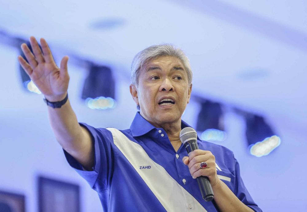 Datuk Seri Ahmad Zahid Hamidi says all Umno MPs signed SDs for him to seek new alliances to enable the Malay party to once again assume federal power. ― Picture by Firdaus Latif