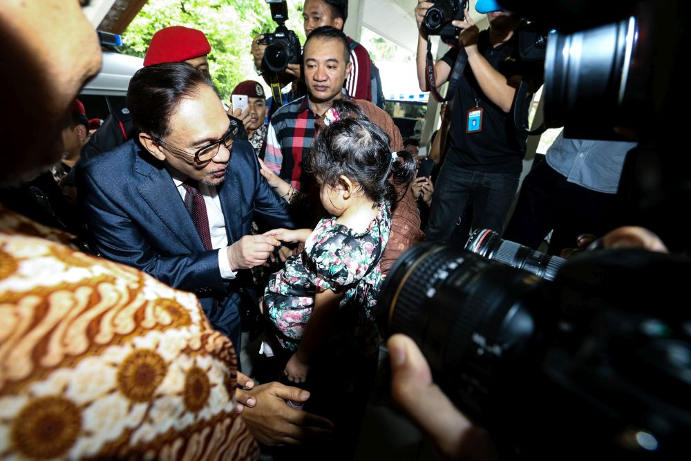 Anwar plans to treat his nine grandchildren to as many helpings of ice creams they want. — Picture by Zuraneeza Zulkifli