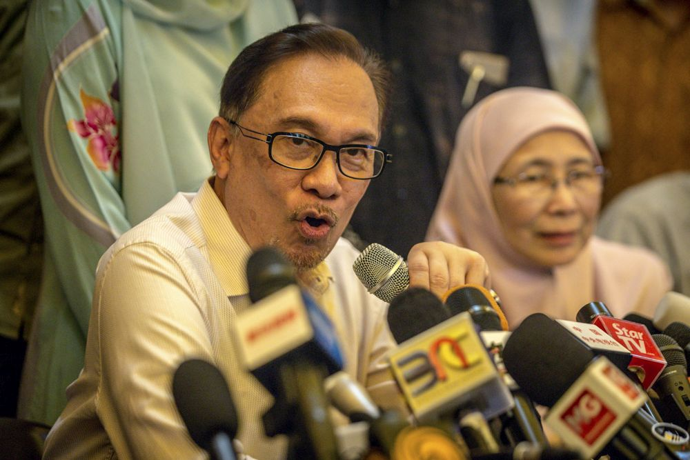 Anwar said that he will be taking some time off to travel as he has already received offers to conduct talks in many international universities. — Picture by Hari Anggara