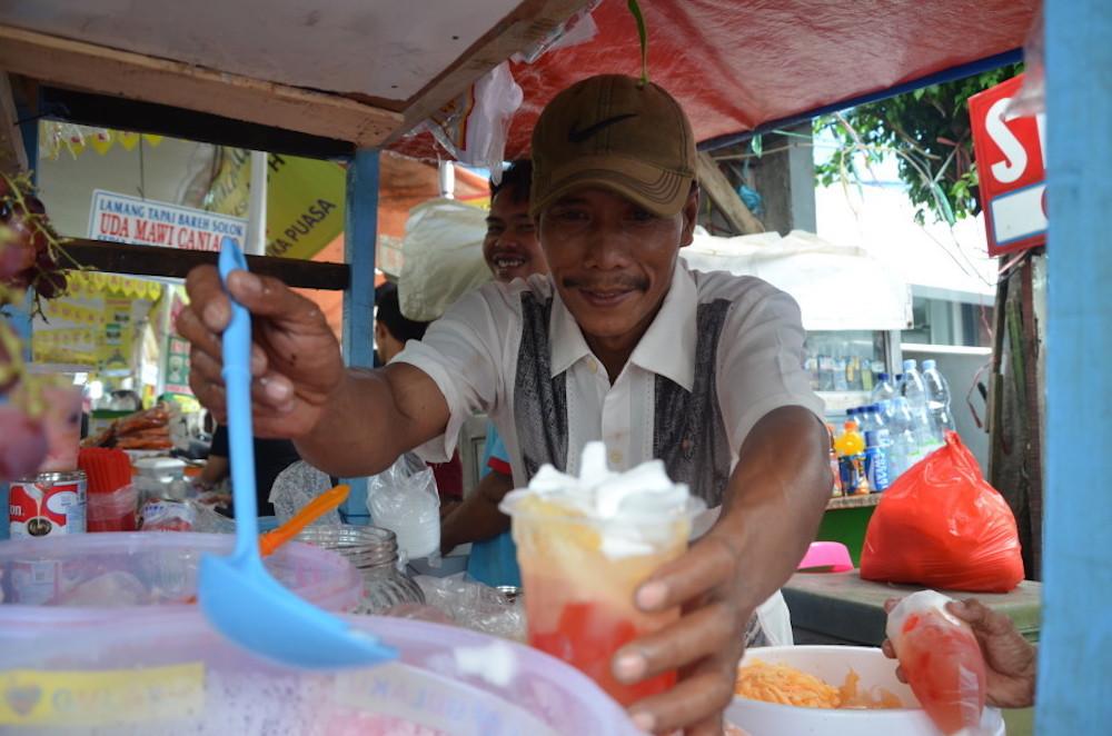 Tatang's Es Blewah is a big hit in Ramadan. — Jakarta Globe pic