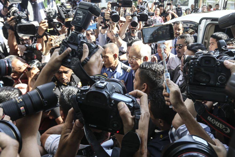 Datuk Seri Najib Razak arrives at the MACC headquarters in Putrajaya to give his statement, May 22, 2018. ― Picture by Azneal Ishak