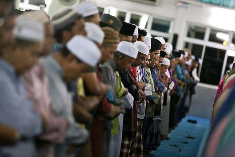 Muslims perform 'Tarawih' prayers on the eve of Ramadan at the Seberang Jaya Mosque, Penang May 16, 2018. — Picture by Choo Choy May