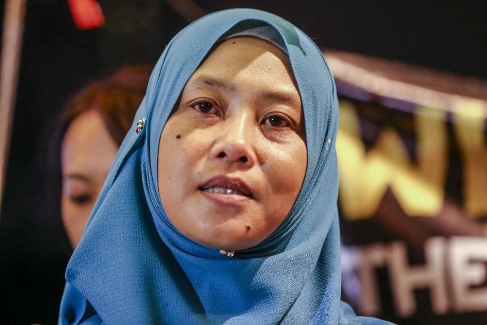 Norhayati Mohd Ariffin (pic) accused the police of failing its duty in investigating her husband Amri Che Mat's abrupt disappearance and the government of negligence. — Picture by Firdaus Latif