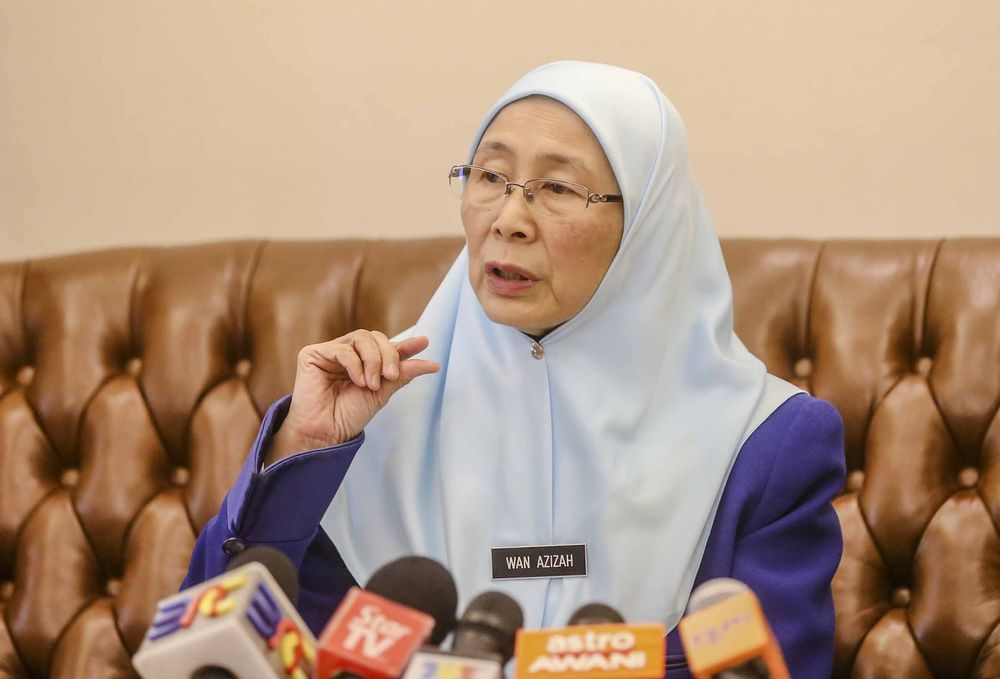 Child rights groups are calling for a meeting with Deputy Prime Minister Datuk Seri Dr Wan Azizah Wan Ismail to address child protection issues  amid controversy surrounding a 41-year-old Kelantanese man who married an 11-year-old girl. — Picture by Firdaus Latif