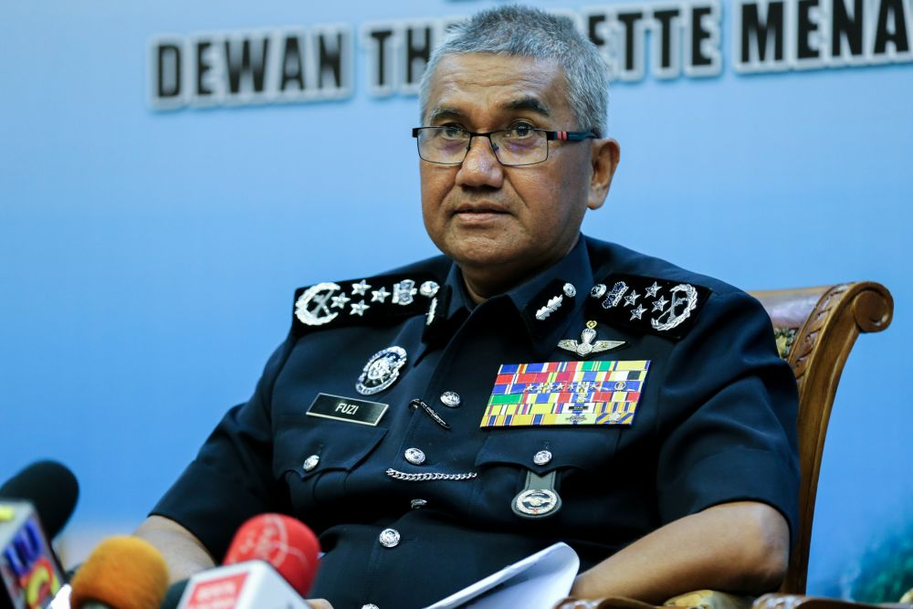 IGP Tan Sri Mohamad Fuzi Harun had said that the PDRM has not yet travelled to Macau to track down Low because they are awaiting a response from officials there. ― Picture by Ahmad Zamzahuri