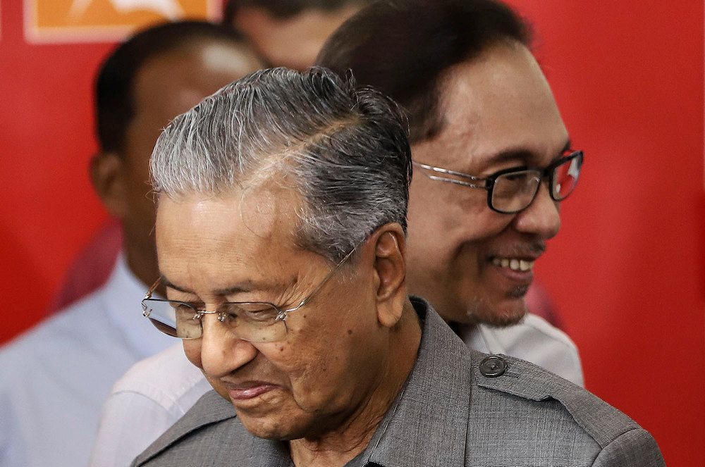 Anwar hailed Dr Mahathir for the latter's remarkable performance as prime minister thus far. — Picture by Azneal Ishak