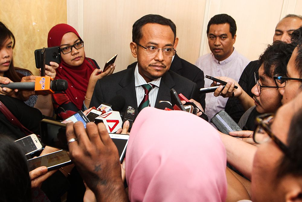Terengganu MB Dr Ahmad Samsuri Mokhtar said the state government today announced an incentive of RM500 for 12,611 of its civil servants. ― Picture by Miera Zulyana