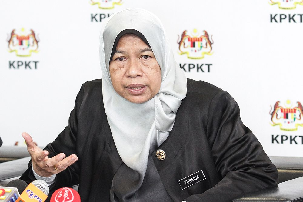 Housing and Local Government Minister Zuraida Kamaruddin speaks to reporters during a press conference in Putrajaya June 5, 2018. ― Picture by Miera Zulyana