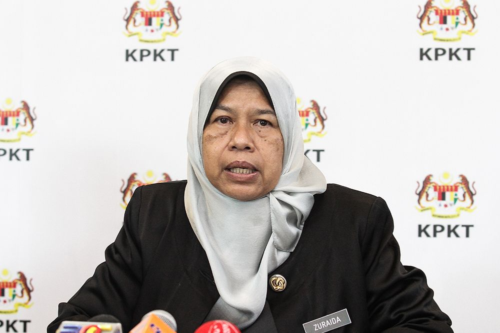 Housing and Local Government Minister Zuraidah Kamaruddin speaks to reporters during a press conference in Putrajaya June 5, 2018. ― Picture by Miera Zulyana