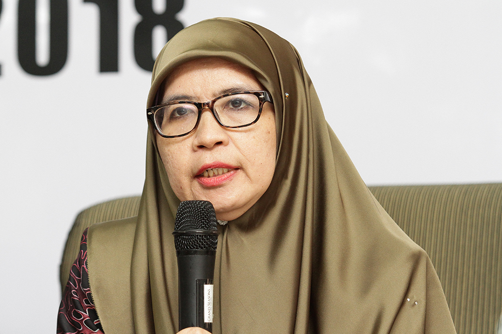 Law lecturer and Centhra fellow at University Malaya, Siti Zubaidah Ismail, speaks during a press conference in Kuala Lumpur July 2, 2018. — Picture by Miera Zulyana