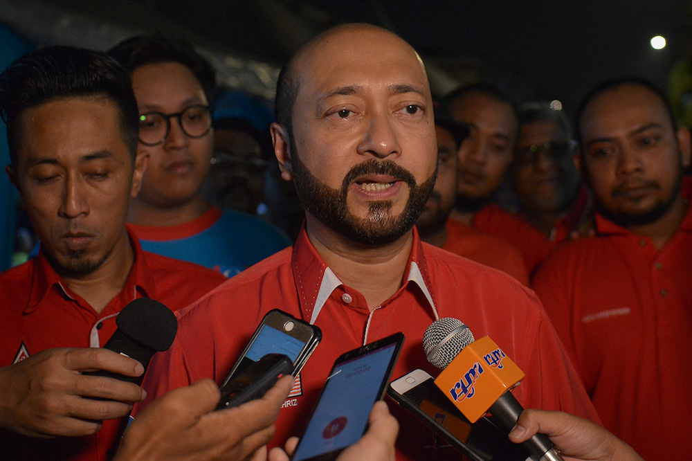 Datuk Seri Mukhriz Mahathir urged FAM and the Malaysian Football League (MFL) to consider the request of many teams that every football final match should be presided by a referee from abroad. — Picture by Mukhriz Hazim
