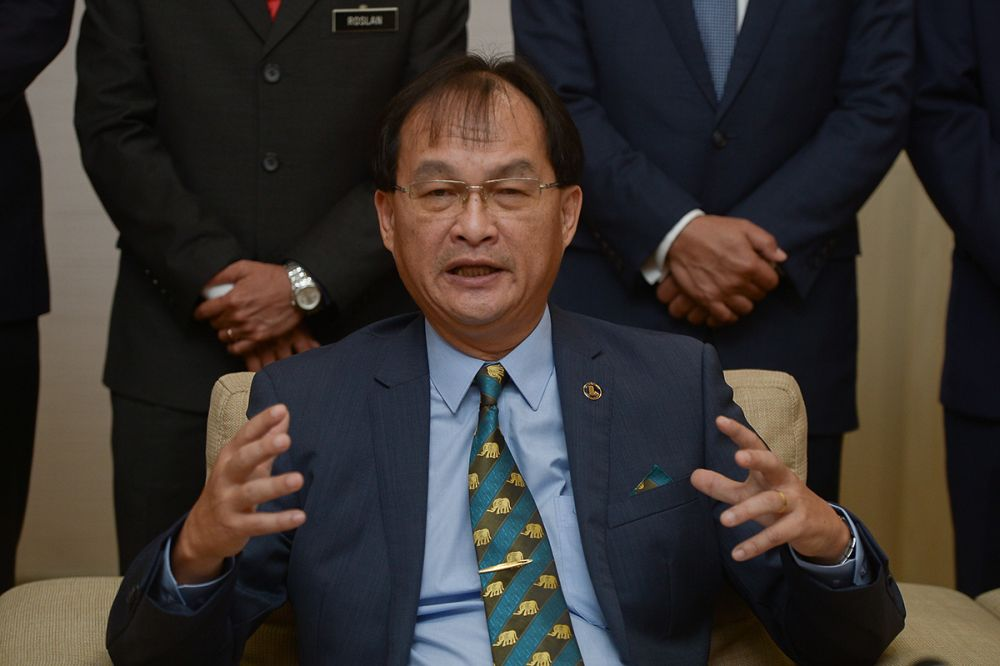 Baru Bian today reaffirmed today his commitment to come up with 'clean energy' policies in developing rural Sabah and Sarawak. ― Picture by Mukhriz Hazim