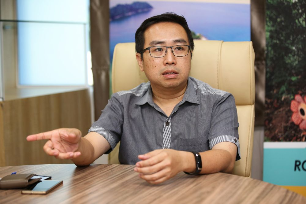 PKR vice president Chang Lih Kang says senior party leaders should be standing by the party rather than criticising it openly through the media. — Picture by Marcus Pheong