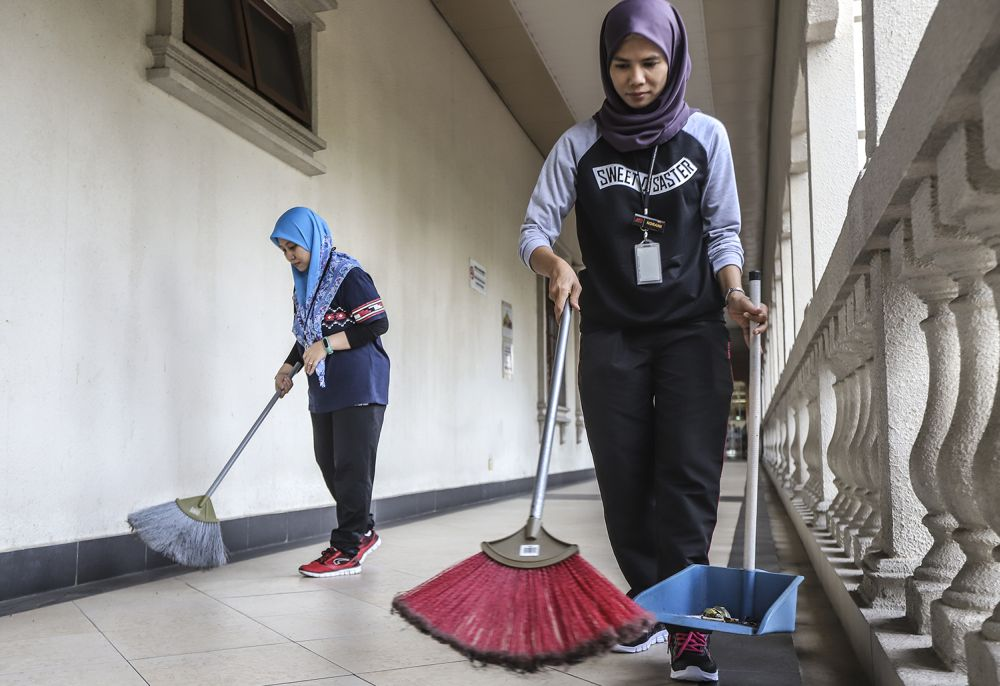 Court personnel were seen cleaning up the Kuala Lumpur Court Complex this morning, July 29, 2018.