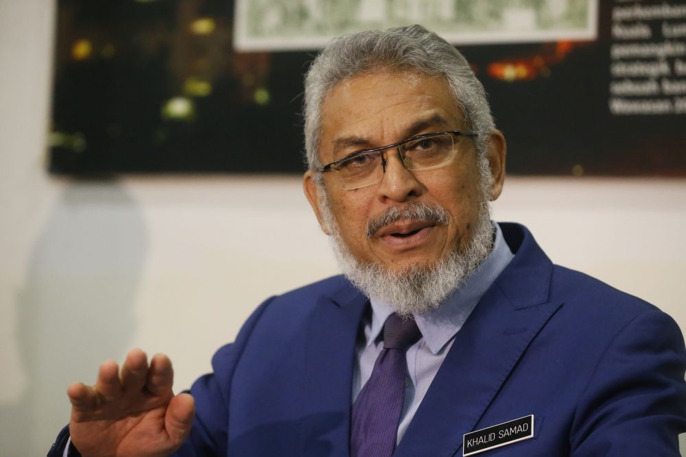 Khalid Abdul Samad said he received Datuk S. Rajah's resignation letter on July 5. ― Picture by Zuraneeza Zulkifli
