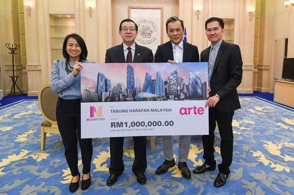 In a ceremony yesterday, Finance Minister Lim Guan Eng received the cheque for RM1 million from Nusmetro founding partners, Thomas Chan (second right) and Datuk Au Chee Fai (right). ― Picture courtesy of Nusmetro Group