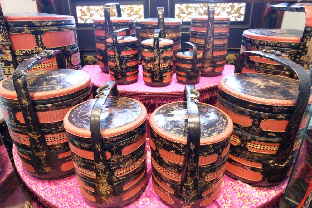 The Hokkien 'xia na', or wedding baskets, that were traditionally used to send wedding gifts or dowries. These are also used to bring prayer items and offerings to temples. ― Picture by KE Ooi
