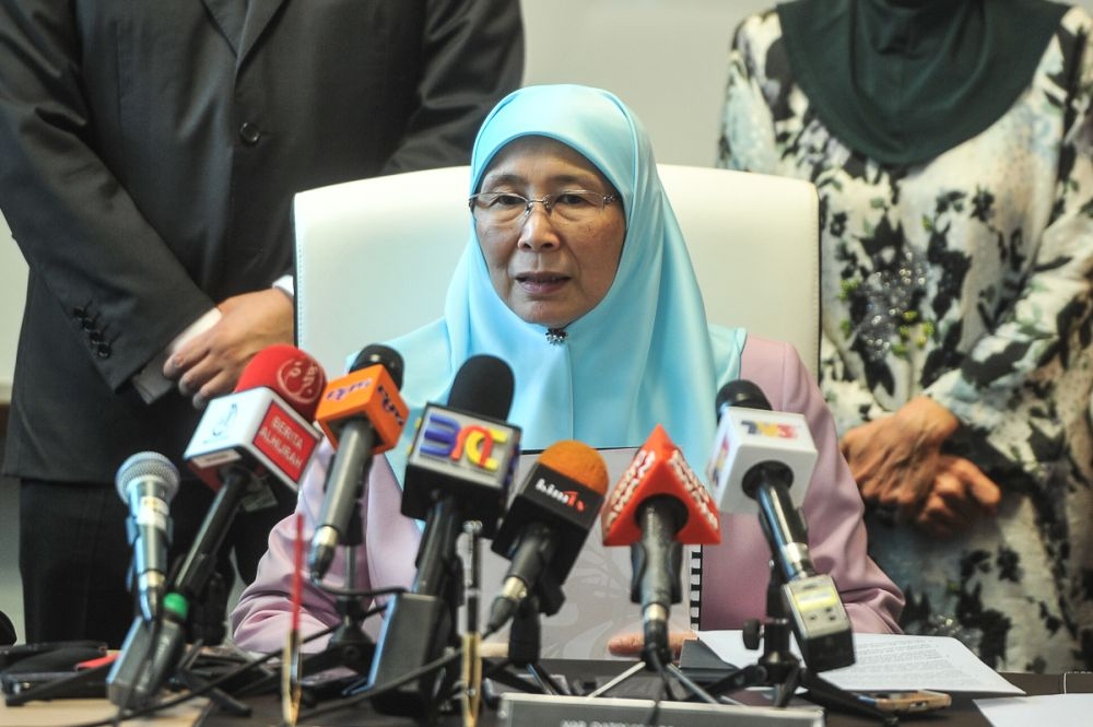 Datuk Seri Dr Wan Azizah Wan Ismail says Putrajaya is powerless to nullify the marriage because Kelantanese Islamic laws allow children under 16 to get married with the permission of a Shariah Court judge. ― Picture by Shafwan Zaidon