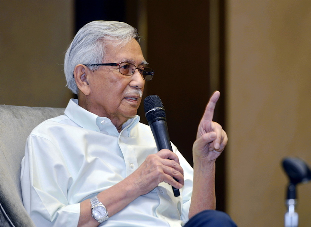Tun Daim Zainuddin (pictured) believed the government may have information about the exact whereabouts of fugitive billionaire Low Taek Jho. — Picture by Ham Abu Bakar