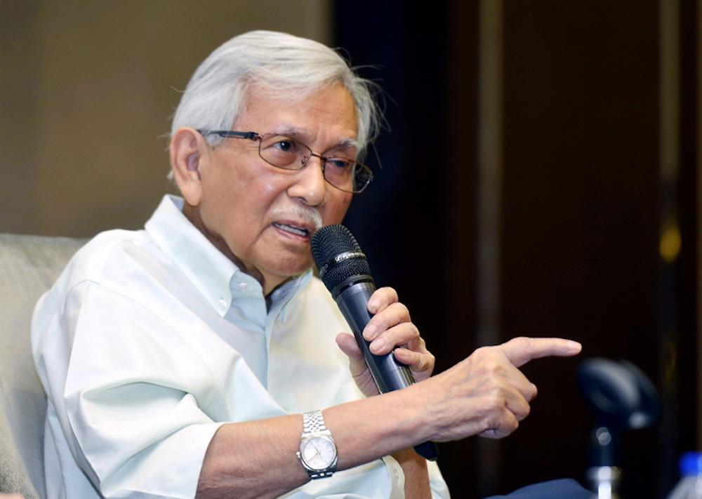 Daim said that ministers should avoid making knee-jerk statements as well as any 'negative' ones that can affect public confidence towards the ruling government. — Picture by Ham Abu Bakar