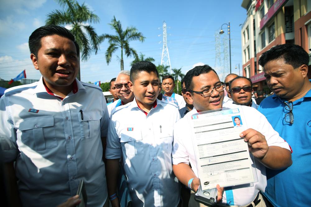 Selangor Mentri Besar Amiruddin Shari arrives at the PKR headquarters to submit Datuk Seri Azmin Ali's nomination form in Petaling Jaya August 5, 2018. — Picture by Azinuddin Ghazali