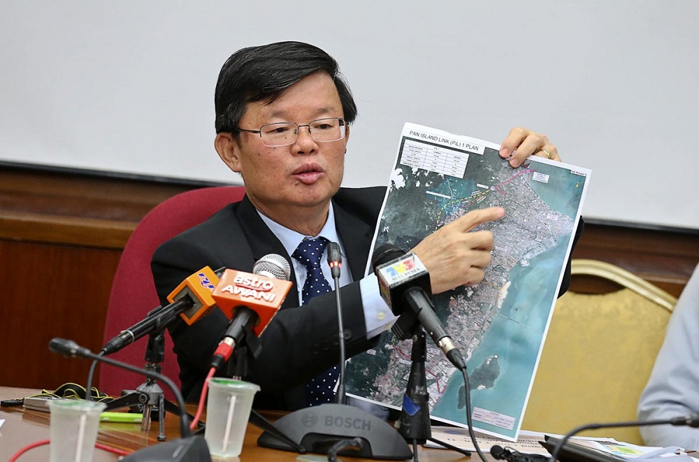 Penang Chief Minister Chow Kon Yeow during a press conference on the Pan Island Link 1 highway at the State Assembly building in George Town August 7, 2018. —Picture by Sayuti Zainudin
