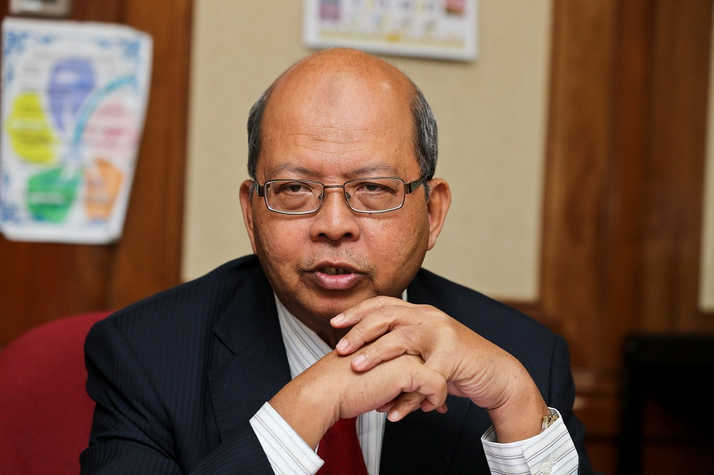 Datuk Seri Farizan Darus says Penang will be cutting down the state's 9,504 civil servants by about 475 posts in phases between 2019 and 2021. — Picture by Sayuti Zainudin